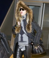 Madonna arrives at JFK Airport, New York - 23 December 2013 - Pictures (6)