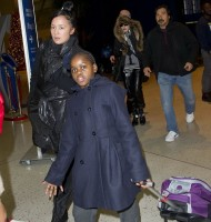 Madonna arrives at JFK Airport, New York - 23 December 2013 - Pictures (8)