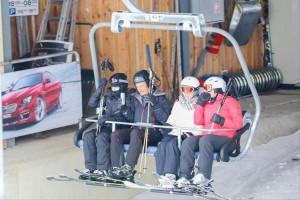 Madonna spotted skiing in Gstaad, Switzerland - December 2013 (9)