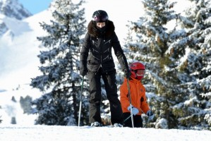 Madonna spotted skiing in Gstaad, Switzerland - December 2013 - Update 1 (4)