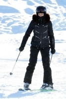Madonna spotted skiing in Gstaad, Switzerland - December 2013 - Update 1 (10)