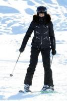 Madonna spotted skiing in Gstaad, Switzerland - December 2013 - Update 1 (10)
