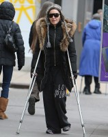 Madonna spotted on crutches in New York - 16 January 2014 (2)