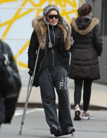 Madonna spotted on crutches in New York - 16 January 2014 (4)