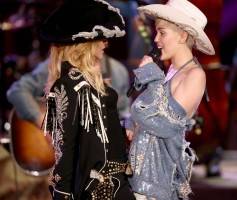 "Madonna and Miley Cyrus perform ""Don't Tell me/Can't Stop"" Duet - Pictures and video (4)"