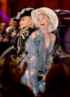 "Madonna and Miley Cyrus perform ""Don't Tell me/Can't Stop"" Duet - Pictures and video (8)"