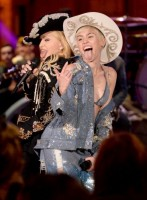 "Madonna and Miley Cyrus perform ""Don't Tell me/Can't Stop"" Duet - Pictures and video (9)"
