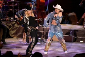 "Madonna and Miley Cyrus perform ""Don't Tell me/Can't Stop"" Duet - Pictures and video (16)"