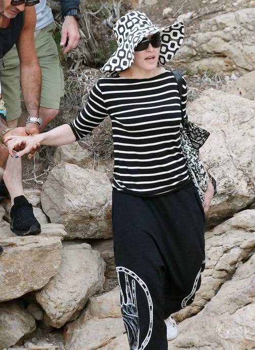 Madonna out and about in Ibiza - 20 August 2014 - Pictures (2)