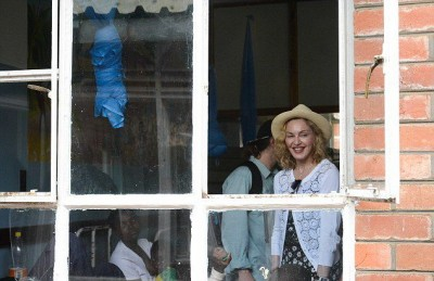Madonna visits Queen Elizabeth Central Hospital in Blantyre, Malawi (5)