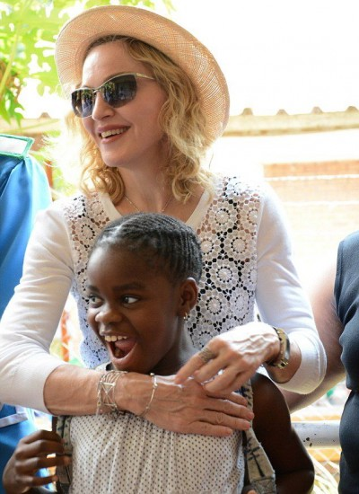 Madonna visits Queen Elizabeth Central Hospital in Blantyre, Malawi (6)