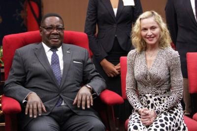 Madonna meets Malawi's president Peter Mutharika - 28 November 2014 (1)