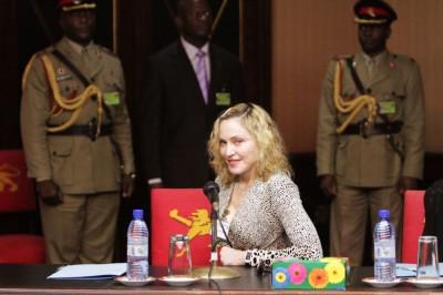 Madonna meets Malawi's president Peter Mutharika - 28 November 2014 (4)