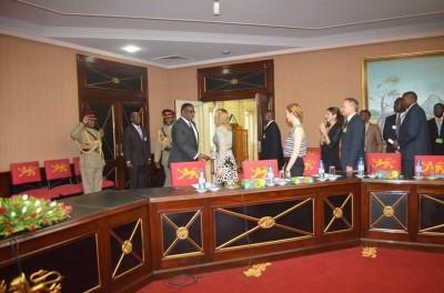 Madonna meets Malawi's president Peter Mutharika - 28 November 2014 (10)