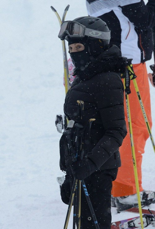 Madonna spotted skiing in Gstaad, Switzerland - December 2014 (1)