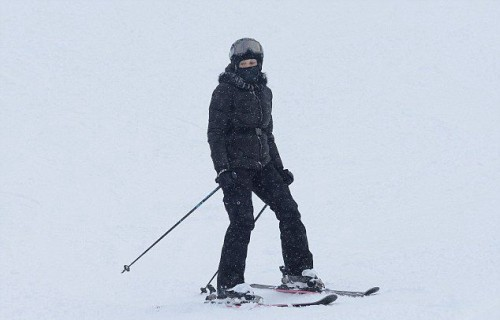 Madonna spotted skiing in Gstaad, Switzerland - December 2014 (3)