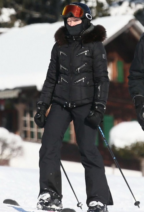 Madonna spotted skiing in Gstaad, Switzerland - 31 December 2014 (4)