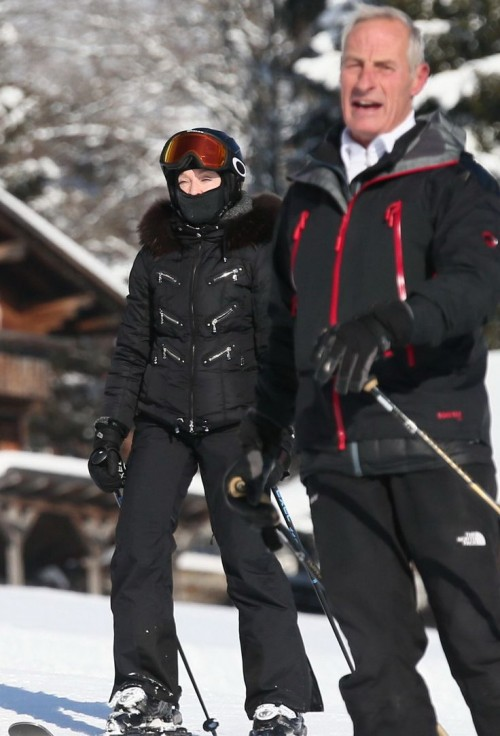 Madonna spotted skiing in Gstaad, Switzerland - 31 December 2014 (7)