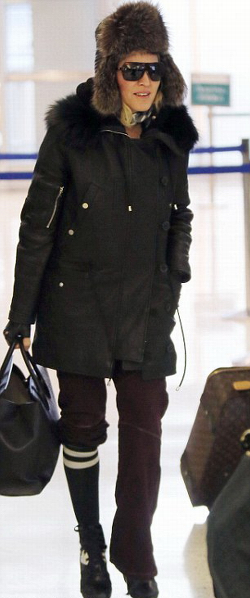 Madonna at JFK airport, New York - 1 February 2015 - Pictures (2)