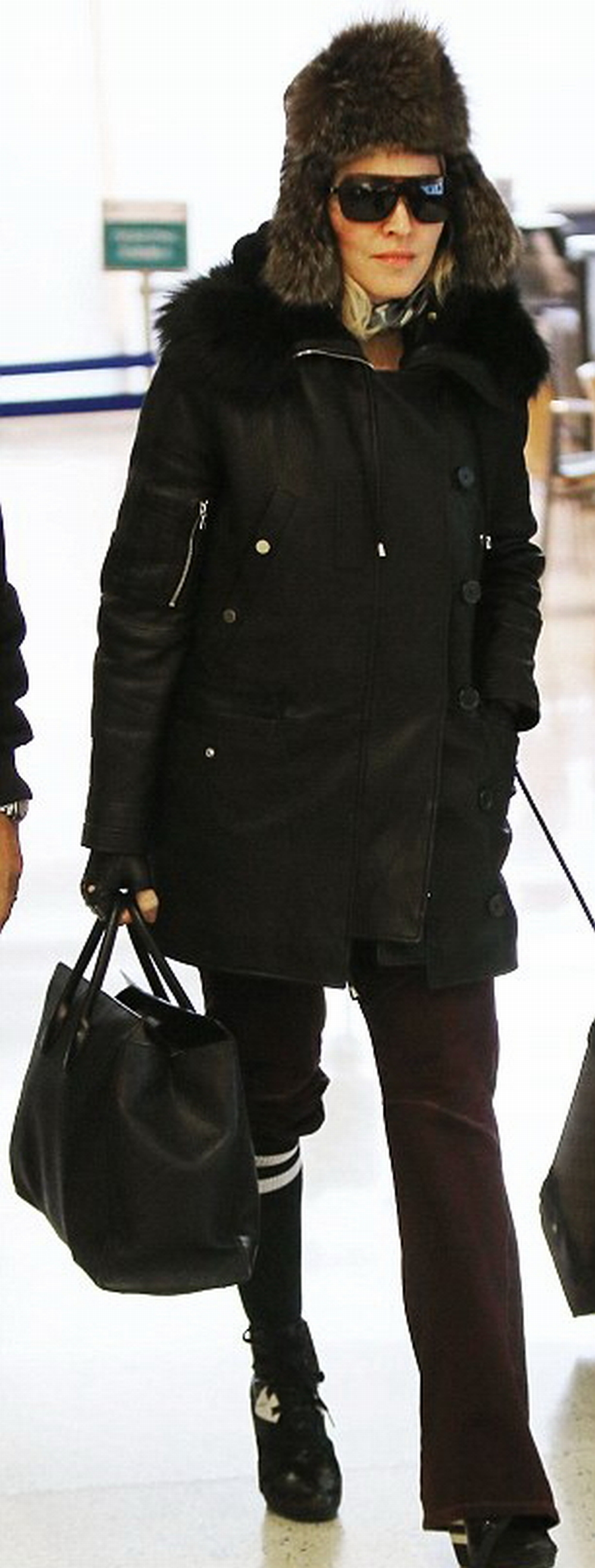 Madonna at JFK airport, New York - 1 February 2015 - Pictures (3)