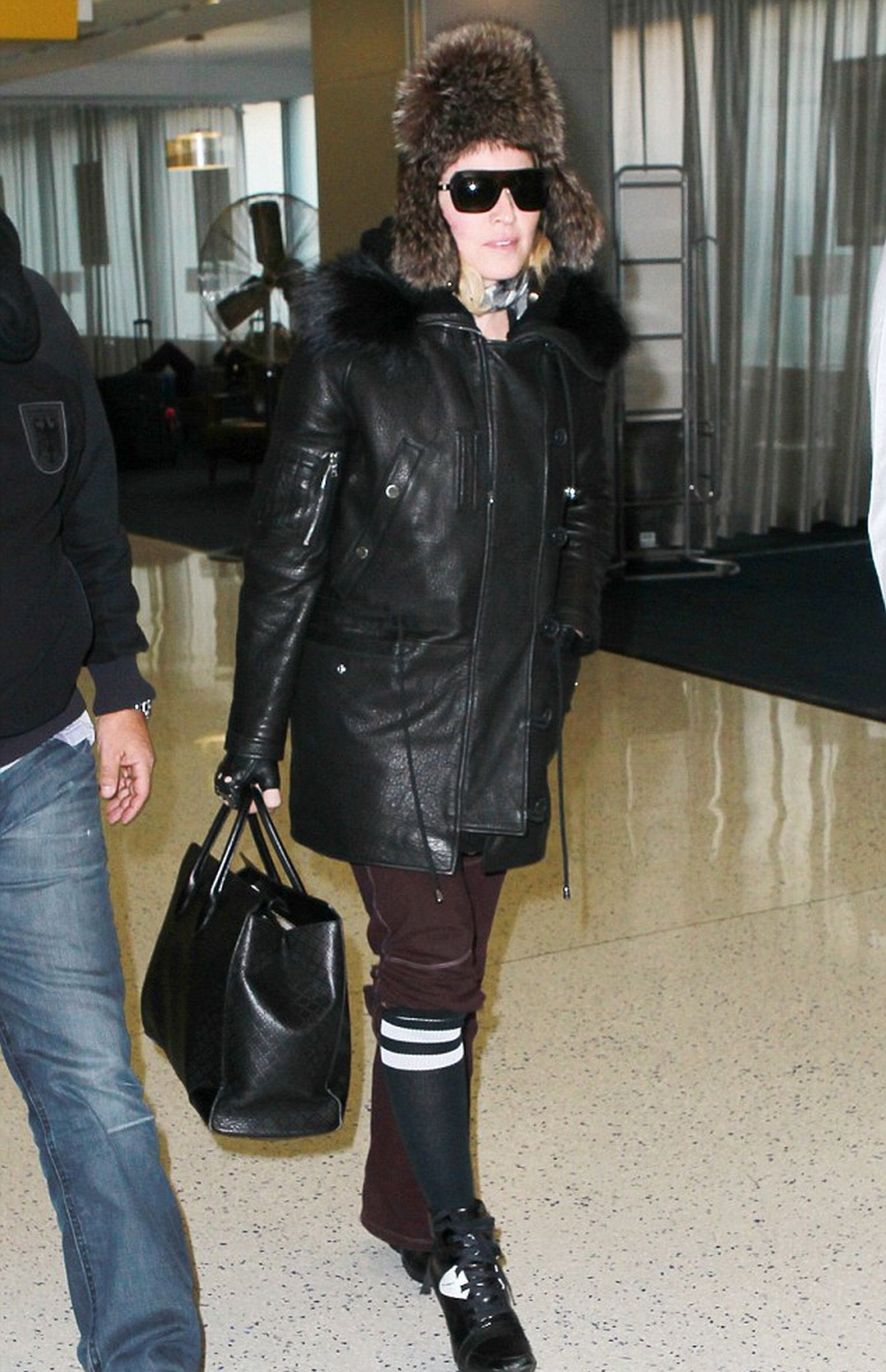 Madonna at JFK airport, New York - 1 February 2015 - Pictures (6)