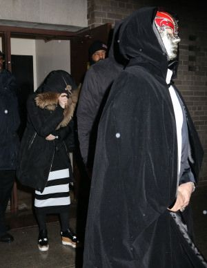 Madonna celebrating Purim in New York - March 2015 - Pictures (10)