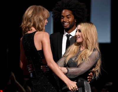 Madonna at the iHeartRadio Music Awards and Taylor Swift (15)