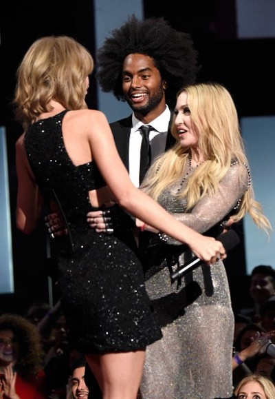 Madonna at the iHeartRadio Music Awards and Taylor Swift (16)