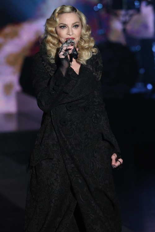 First official pictures of Madonna on Che Tempo Che Fa (2)