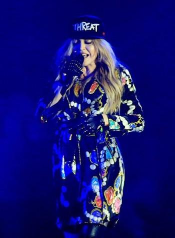Madonna kisses Drake during surprise Coachella appearance - 12 April 2015 (1)