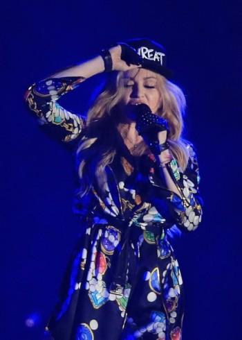 Madonna kisses Drake during surprise Coachella appearance - 12 April 2015 (2)