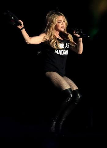 Madonna kisses Drake during surprise Coachella appearance - 12 April 2015 (11)