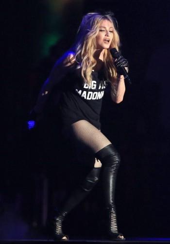Madonna kisses Drake during surprise Coachella appearance - 12 April 2015 (16)