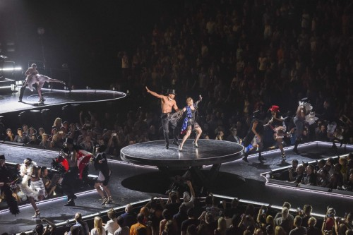 The Rebel Heart Tour Stage by Stufish (10)