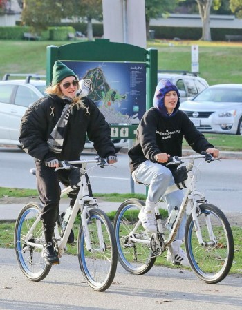 Madonna out and about in Vancouver - October 2015 - Pictures (3)