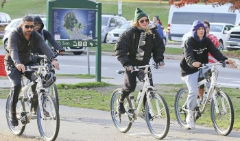 Madonna out and about in Vancouver - October 2015 - Pictures (4)