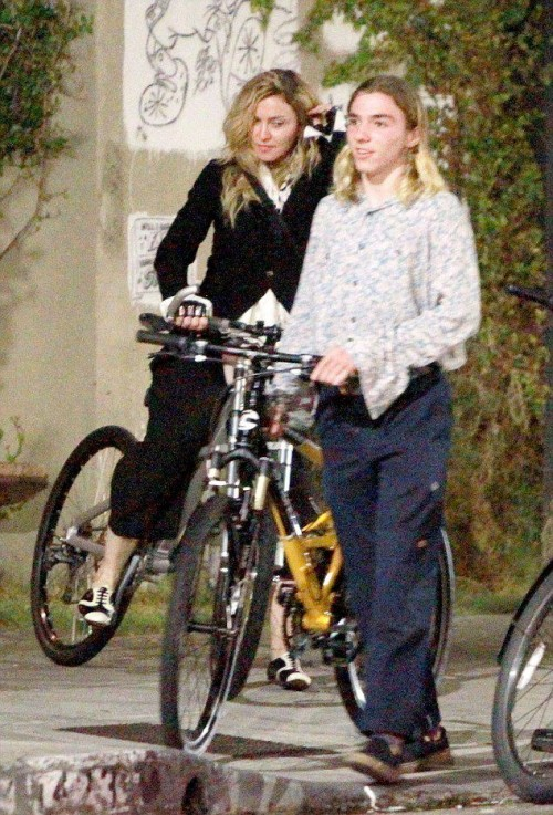 Madonna out and about in Los Angeles - 27 October 2015 - Pictures (4)