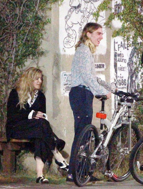 Madonna out and about in Los Angeles - 27 October 2015 - Pictures (5)