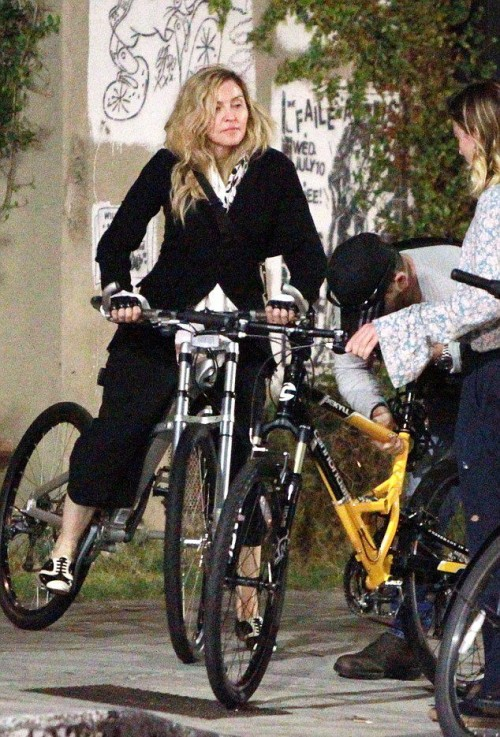 Madonna out and about in Los Angeles - 27 October 2015 - Pictures (6)