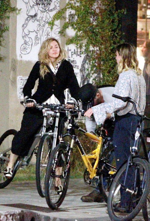 Madonna out and about in Los Angeles - 27 October 2015 - Pictures (8)