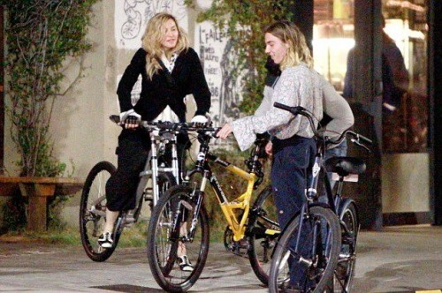 Madonna out and about in Los Angeles - 27 October 2015 - Pictures (10)