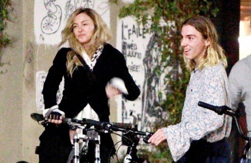 Madonna out and about in Los Angeles - 27 October 2015 - Pictures (11)
