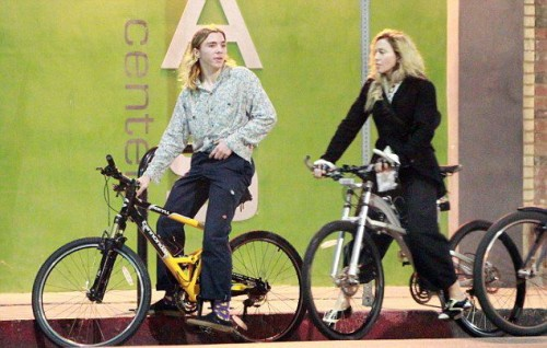 Madonna out and about in Los Angeles - 27 October 2015 - Pictures (14)