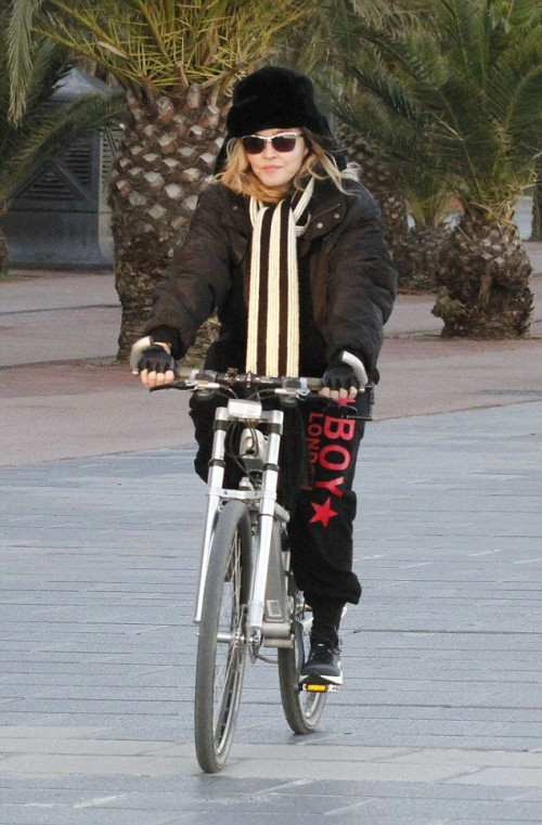 Madonna out and about in Turin and Barcelona - 22-23 November 2015 (6)