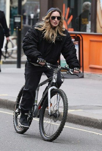 Madonna out and about in London - 17 and 18 April 2016 - Pictures (4)