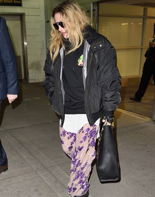 Madonna arrives at JFK Airport, New York - 20 April 2016 - Pictures 01