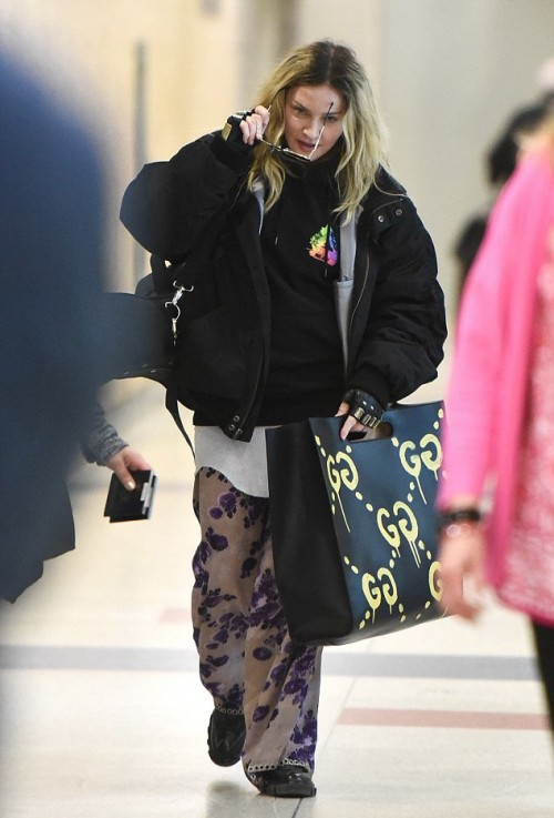 Madonna arrives at JFK Airport, New York - 20 April 2016 - Pictures 04