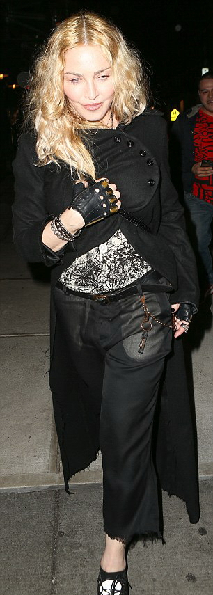 Madonna out and about in New York - 7 May 2016 - Pictures (5)