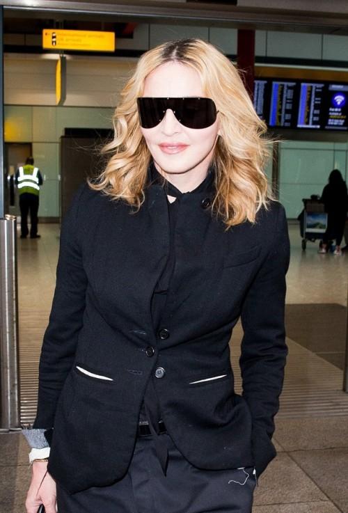 Madonna leaving New York, arriving in London Heathrow - 12 September 2016 (1)