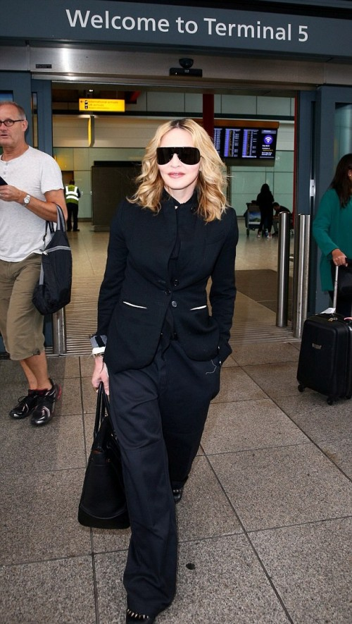 Madonna leaving New York, arriving in London Heathrow - 12 September 2016 (2)